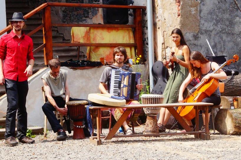 Marta a Rasputin band (Chvála medu 2014)