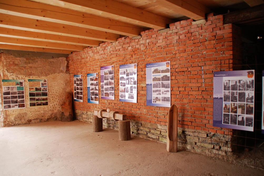 Výstava historických pohlednic